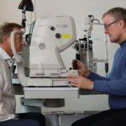 Øjenlæge Richardt Hansen tager OCT